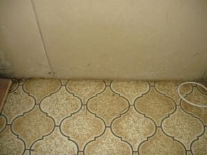 De onderlaag van dit vloerzeil is asbesthoudend: een niet-hechtgebonden toepassing.